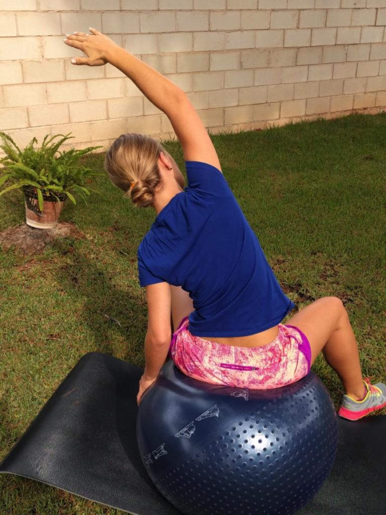 Ejercicio fitball - Estiramiento lateral