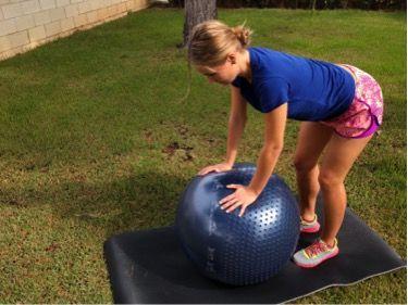 ejercicio de kegel con tronco hacia delante