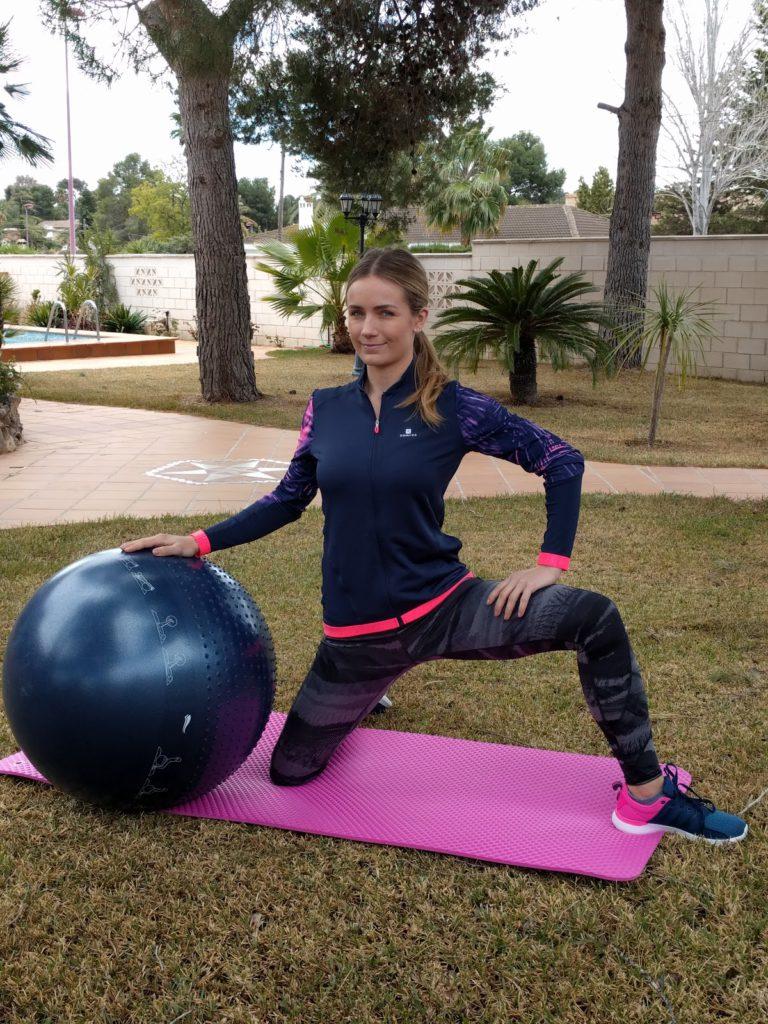 Ejercicio con pelota fitball - Movilización de caderas