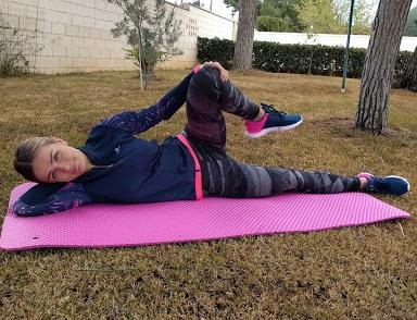 mujer haciendo ejercicio para el parto