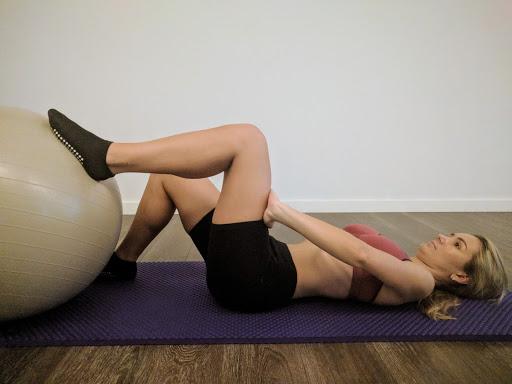 hipopresivo con pierna elevada