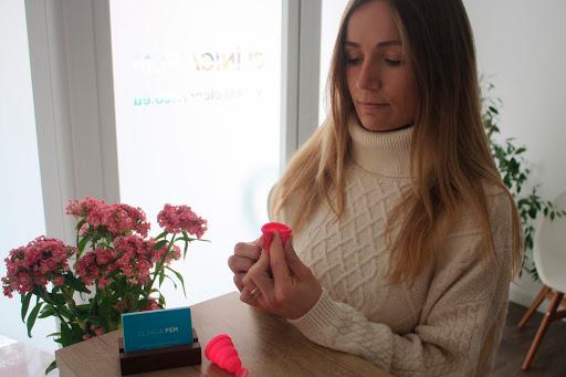 introducir copa menstrual